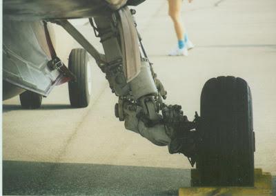 FA-18B Hornet main gear