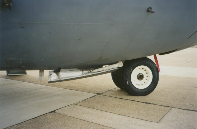 C-141 nose gear photo