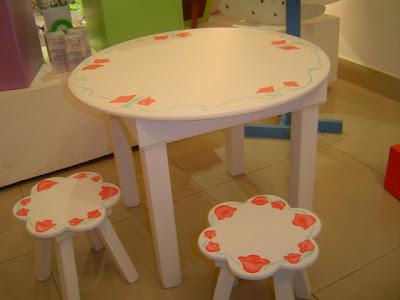 Muebles pintados mecedoras mesas y sillas - Muebles de madera pintados a mano ...