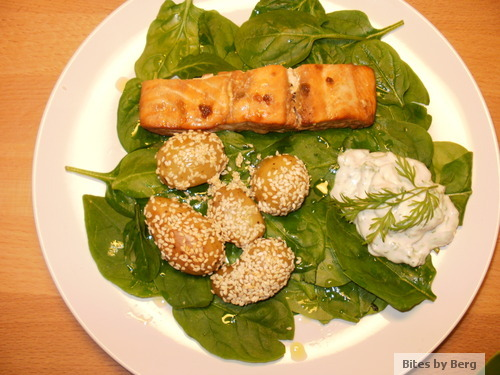 Bites by Berg: Honning-soja-marineret laks med sesamkartofler, spinatbund og urtedressing