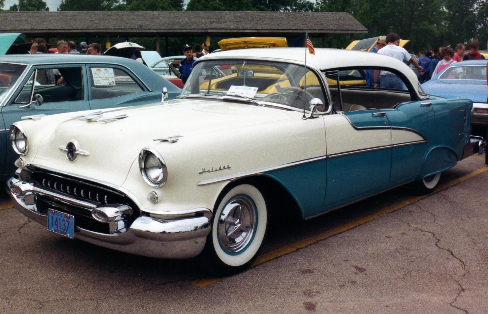 LUTON: CLASSIC AMERICAN CARS