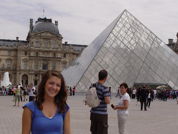 Dancing Impulz Eiffel Tower Louvre