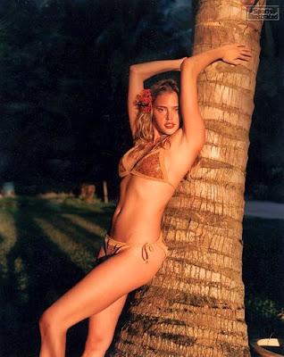Hot Bikini Wallpaper: Estella Warren bikini photo