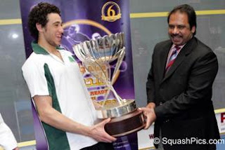 Ramy Ashour being presented with the Qatar Classic 2007 trophy by Jahangir Khan