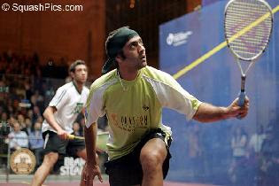 Amr Shabana playing in Qatar, 2007