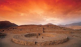 Construção antiga em Caral, Peru - A cidade mais antiga da América