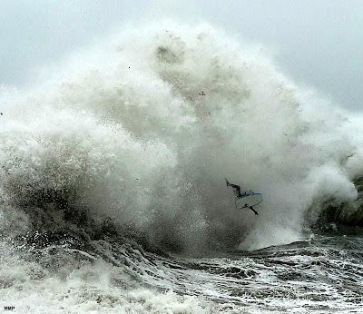 Explosión! Haciendo el loco entre las olas