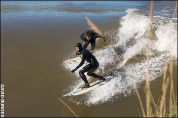 Es el Severn Bore, en el Canal de Bristol, un fenómeno natural espectacular, Surf en rios