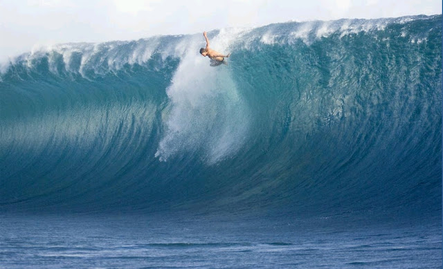 Bruce Irons wipe out in Teahupoo, Tahiti surf
