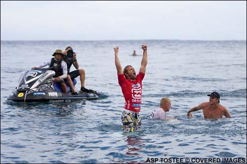 Damien Hobgood (USA) 16.60 gana a Mick Fanning (AUS) en el Billagon Pro Tahiti 2007
