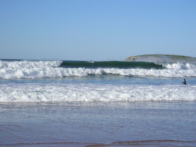 Rescate de un surfista de la playa de las Quebrantas, en Somo, Cantabria