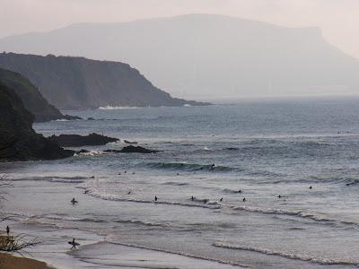 Sesión de surf del 6 de Junio del 2007 - Sopelana. Olas de medio metro en bajamar