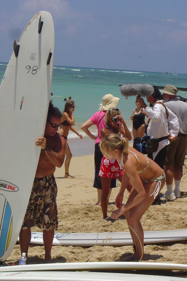 cameron diaz surfeando en hawaii