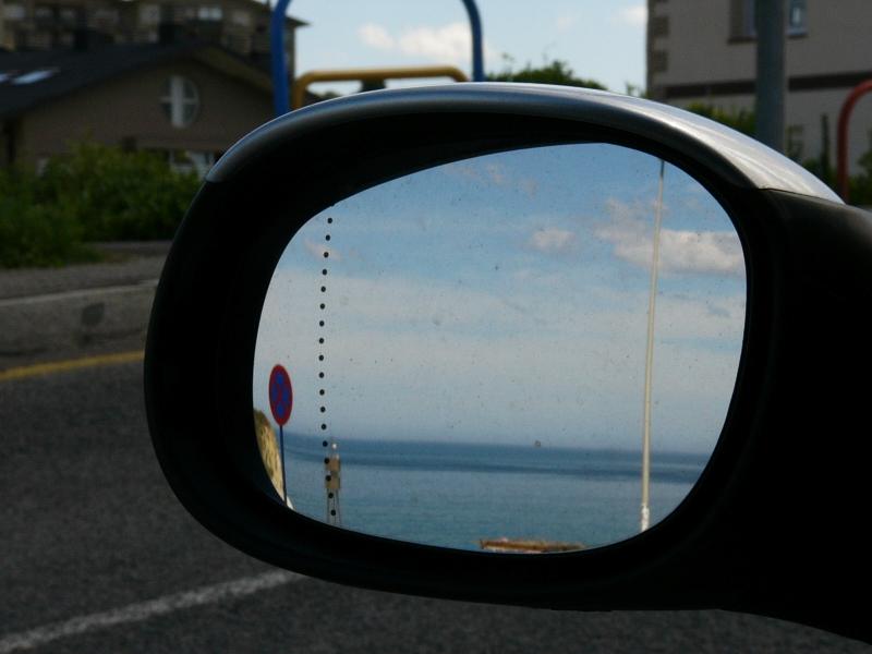 sopelana el día 18 de junio del 2007. nada de olas y mucha gente en la playa