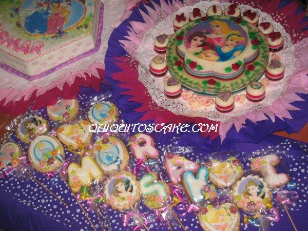 Torta, galletas y gelatina princesitas