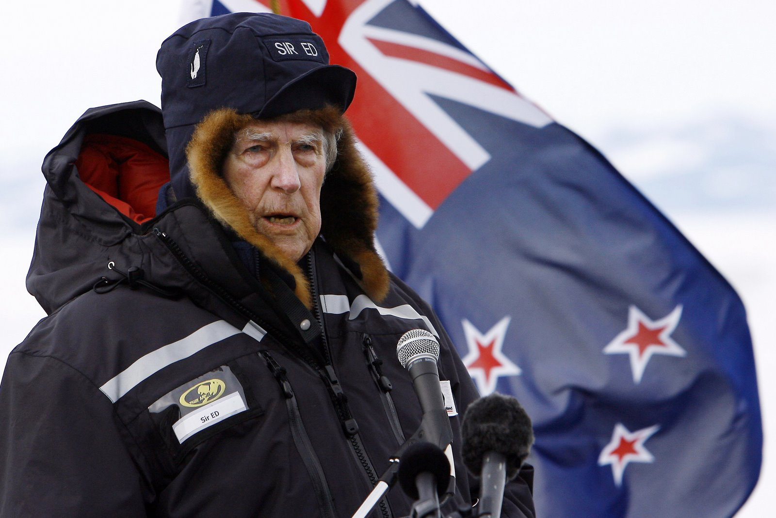 [WEL801_New_Zealand_Hillary_.jpg+]