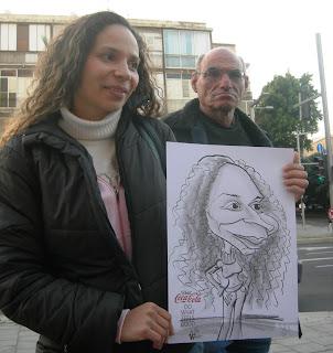 Caricaturas en compañia de los rostros reales