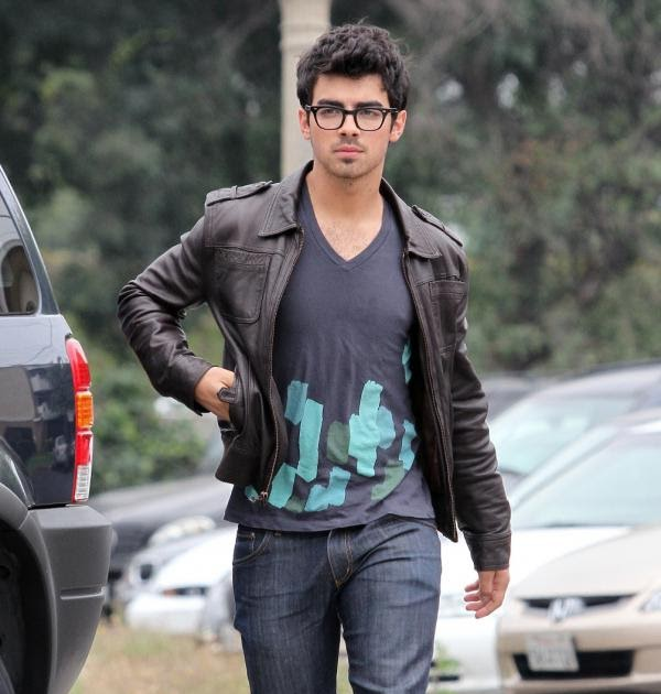 TeenCelebBuzz: Joe Jonas: Toluca Lake Luncher