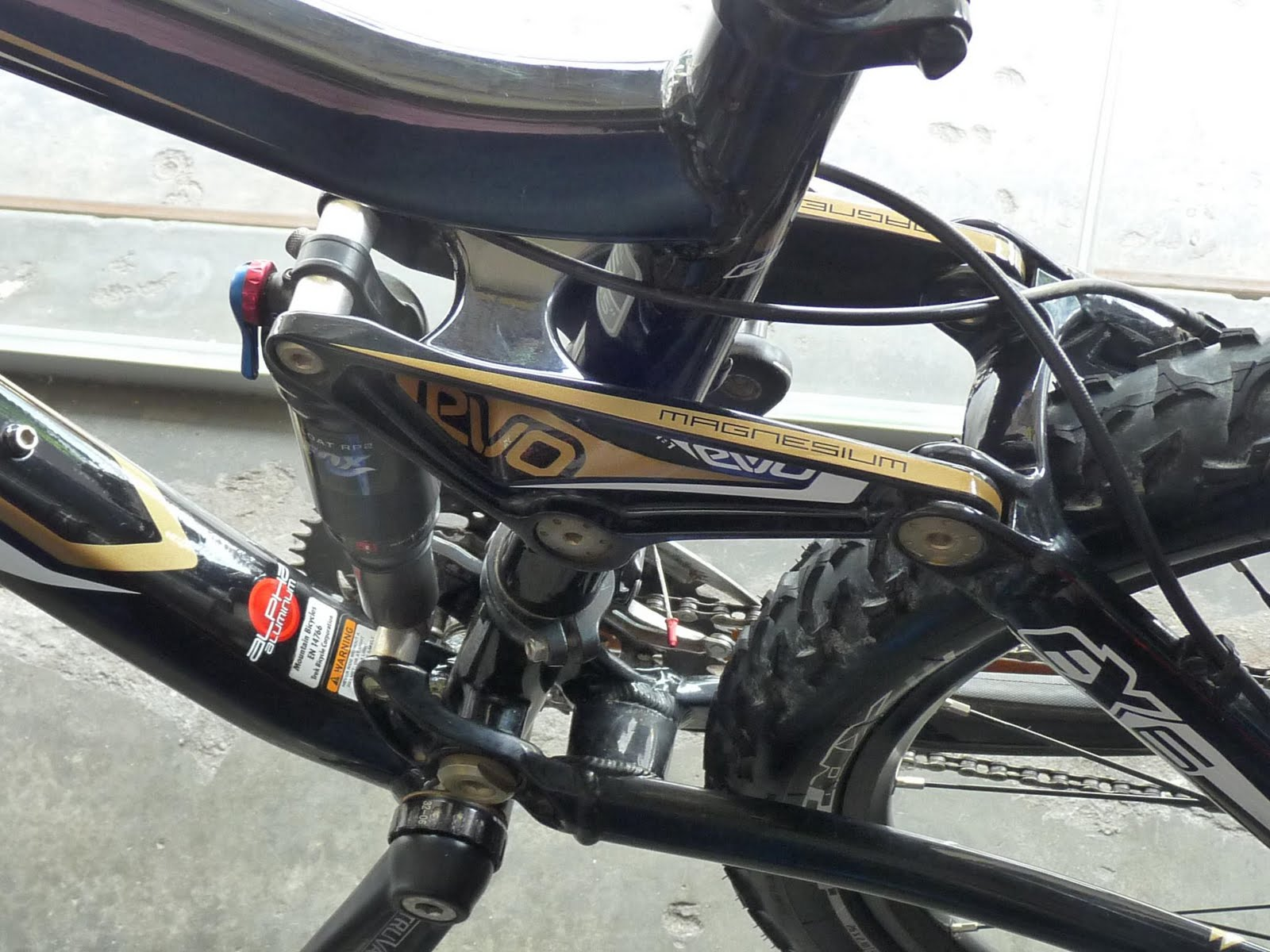 7b5e37399c0 As we are expecting Chua new Trek Fuel bicycle will be here anytime soon, I  am proud to bring you some close up shot on the Trek Fuel EX6.