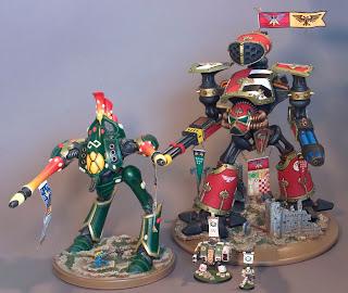 Un titán ¿revenant? eldar y un titán Reaver Imperial, modelos de hace 20 años, junto a un dreanought y un marine normal.