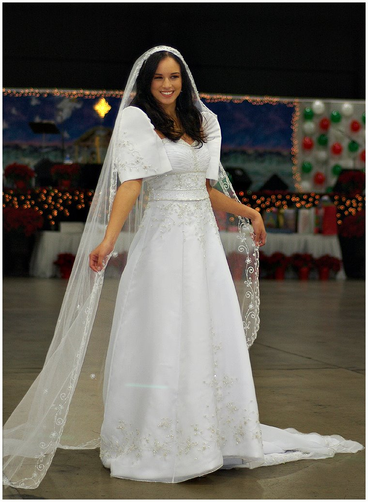 Pictures of traditional wedding dresses from your country for Typical wedding photos