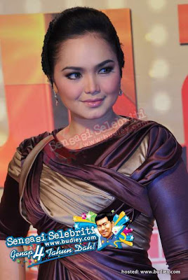 Shawlcenter shawl untuk dato 39 siti di ajl 25 red carpet for Siti di design