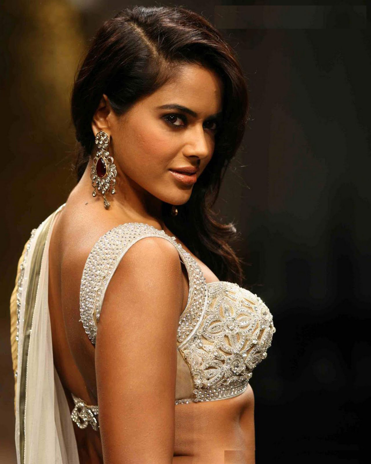 Hot Stills Of Cine Stars: Sameera Reddy Hot Boobs Show Stills