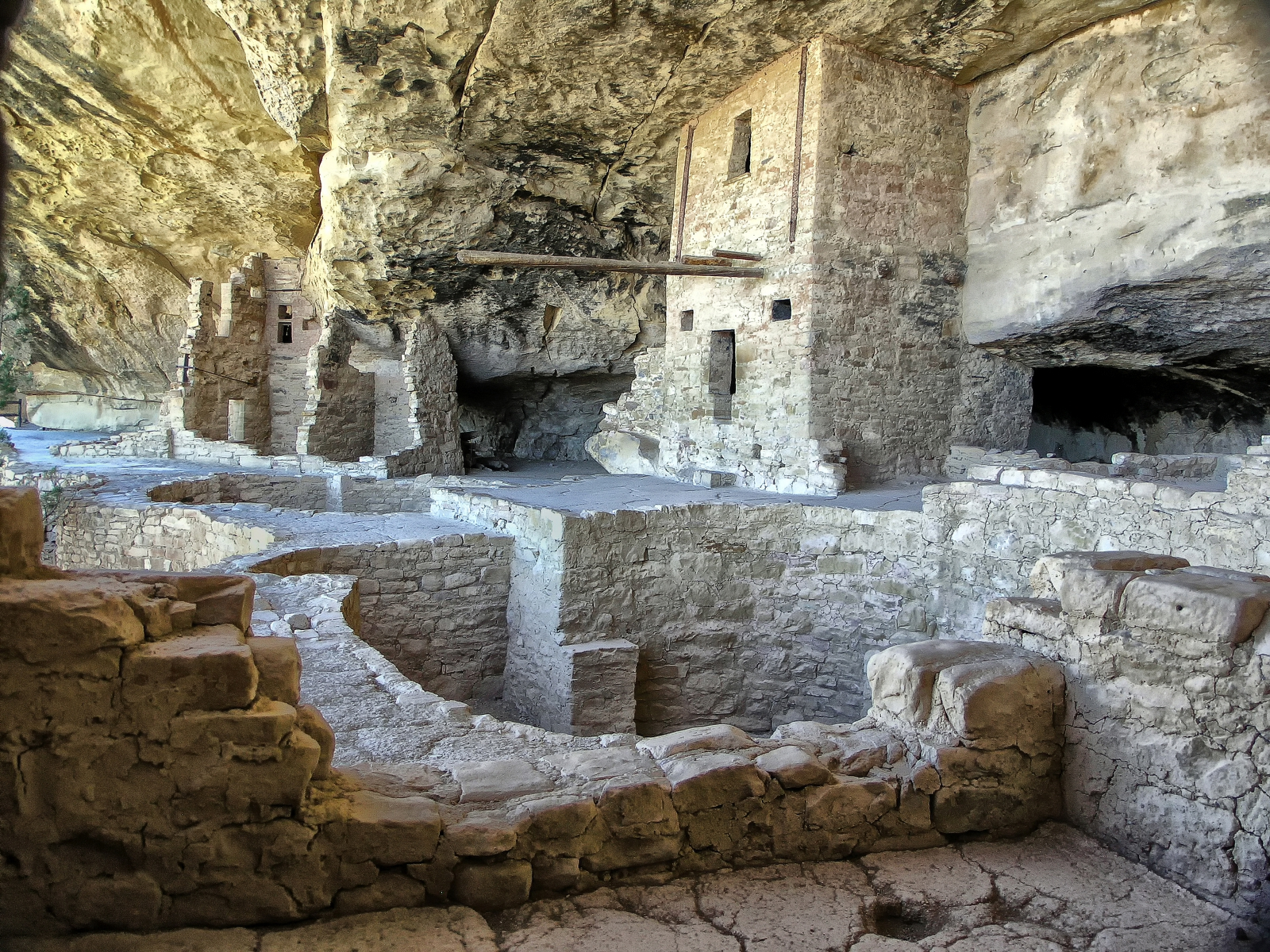 8 Astonishing Ancient Sites in the Americas - History Lists  |Cahokia Indians Mesa Verde