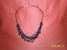 Concha de Perla con moztacillas de color negro y café