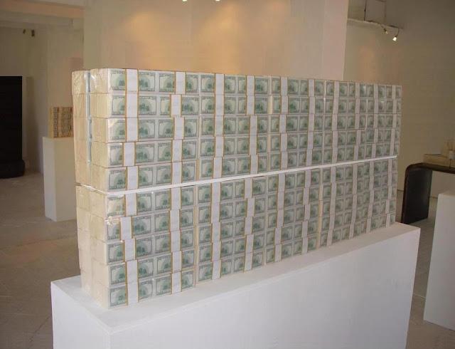 Klaus Guingand artwork: Verso Littel in god we trust / $ 20 Million cash 2009 Digital prints on paper, plastic vacuum.60 in x 8.2 in x 24.4 inches - 441 livres Dollart TM © Klaus Guingand