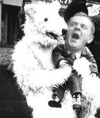 Donald Tusk i biały niedźwiedź