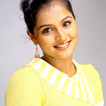 Ramya Nambesan says that she is waiting for glamour roles