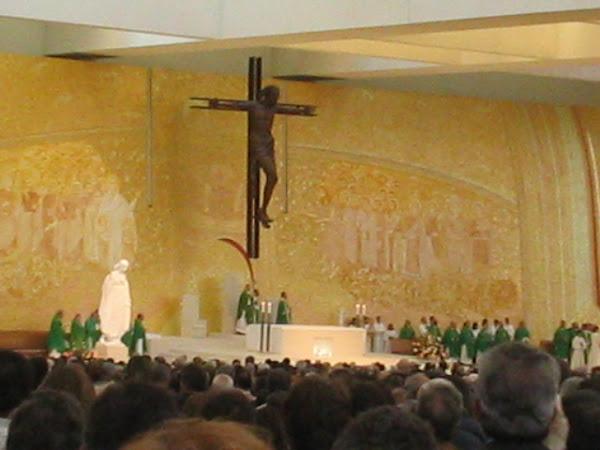 Igreja da Santíssima Trindade ( Fátima Outubro 2007 )