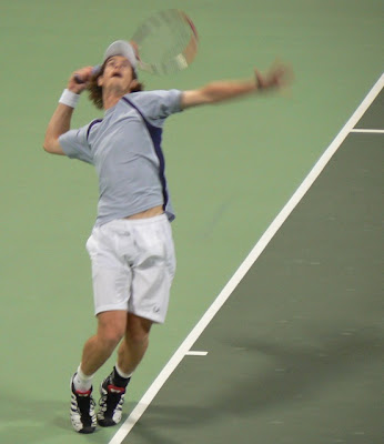 Murray serving in the Qatar open