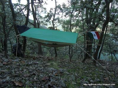 Durmiendo en un refugio con hamaca