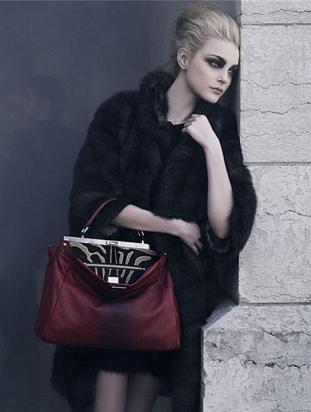 [Fendi 2009 Fall_ph Karl Lagerfeld_mo Jessica Stam_communitydotlivejournaldotcomslashru_glamour090716_02_450px.jpg]
