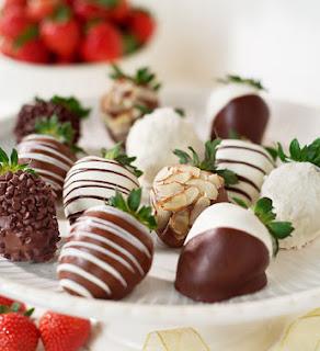 Chocolate-Covered Strawberries Gift Box