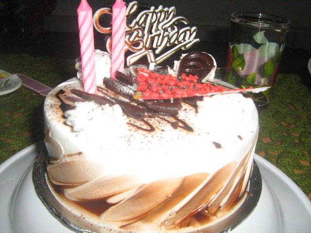 Manis-manis kek cekelat, manis lagi senyumanmu