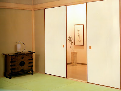 Il salotto giapponese shoji e fusuma le pareti scorrevoli giapponesi - Porte scorrevoli stile giapponese ...