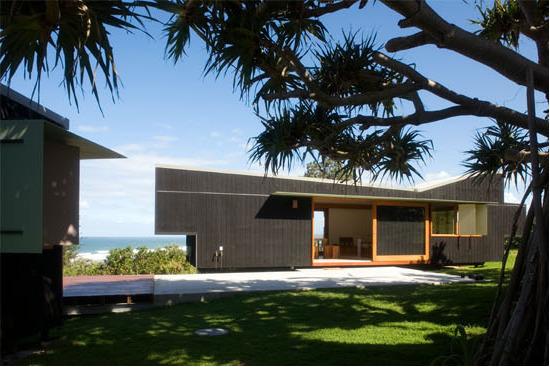 une maison en bois design et pas cher chiche initiales gg. Black Bedroom Furniture Sets. Home Design Ideas