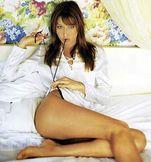 Η Carla Bruni γυμνή και sexy
