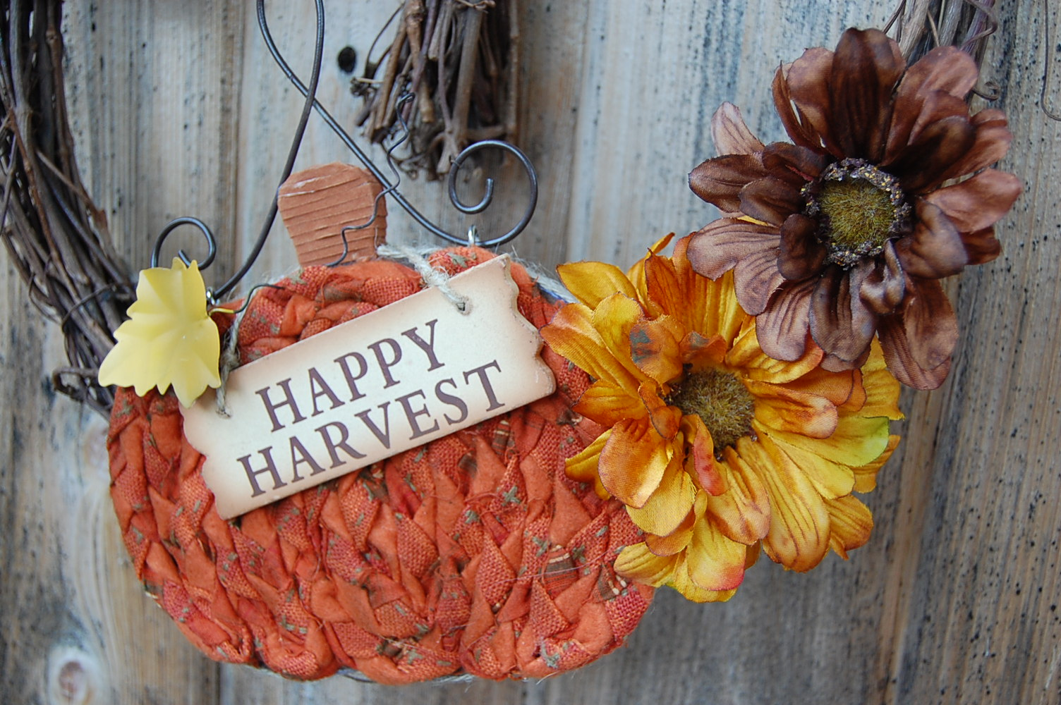 Takes The Cake Happy Harvest Pumpkin Wreath With Daisies