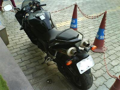 Yamaha R1 rear.jpg