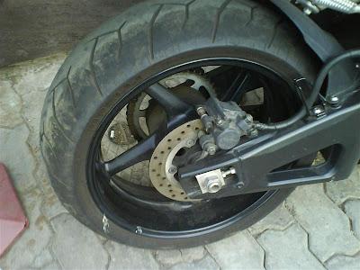 Yamaha R1 tire.jpg