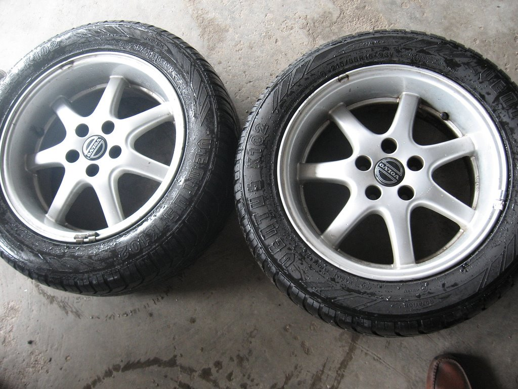 "Auto Parts For Sale >> Auto Parts For Sale: 16"" Volvo Galaxy Rims"