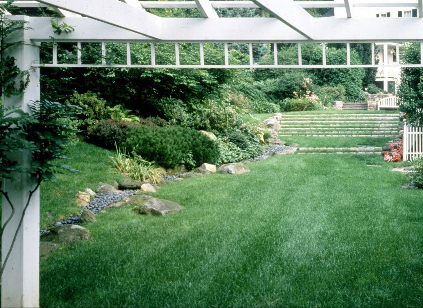 Serenity In The Garden Grass Steps A Great Garden Design Idea