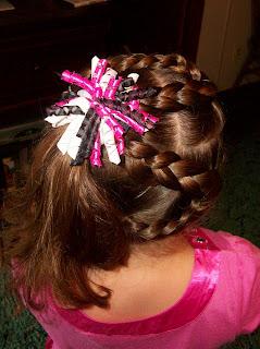 7b4ef1c9b74f65 So I made a korker hair bow with matching flip flops for her to wear. Poor  kid