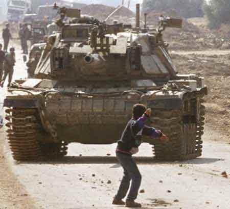 [palestine-boy-tank.jpg]