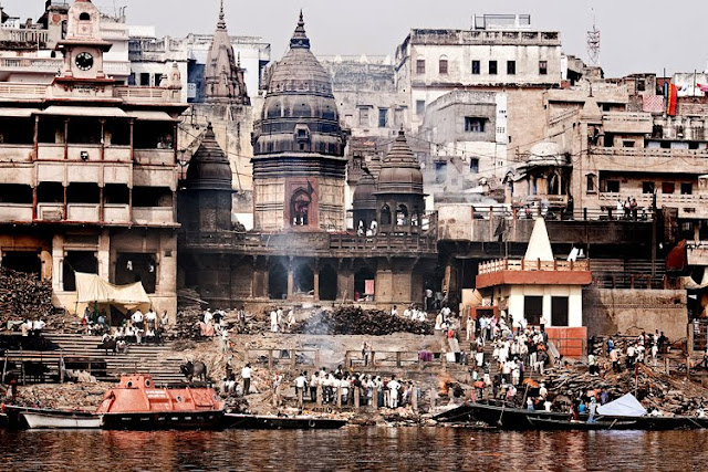 picture of burning ghats in varanasi