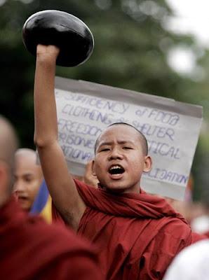 Aufständischer junger Mönch (von ko htike)